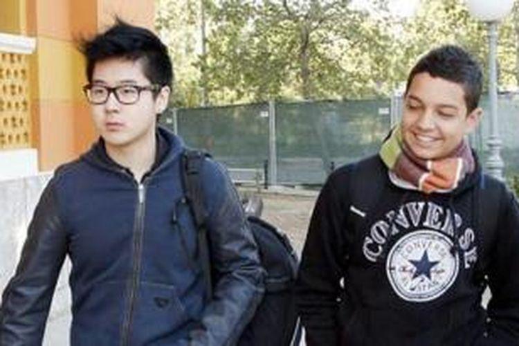 Keponakan pemimpin Korea Utara, Kim Han Sol bersama seorang kawan sekolahnya di Perancis.