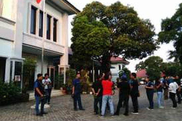 Ayah artis Marshanda, Irwan Yusuf yang ditampung di Panti Sosial Bina Insan Bangun Daya 2, Cipayung, Jakarta Timur, akhirnya dibawa pulang keluarga. Pihak keluarga membawa pulang Irwan secara diam-diam dari panti sehingga luput dari perhatian awak media. Senin (28/3/2016)