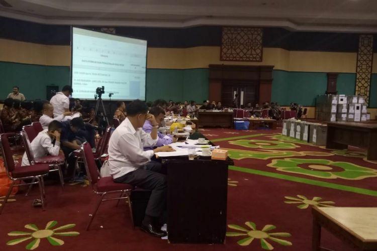 Suasana rapat pleno terbuka rekapitulasi perhitungan suara pemilihan Bupati dan Wakil Bupati Bogor, yang berlangsung di Gedung Tegar Beriman, Jumat (6/7/2018).