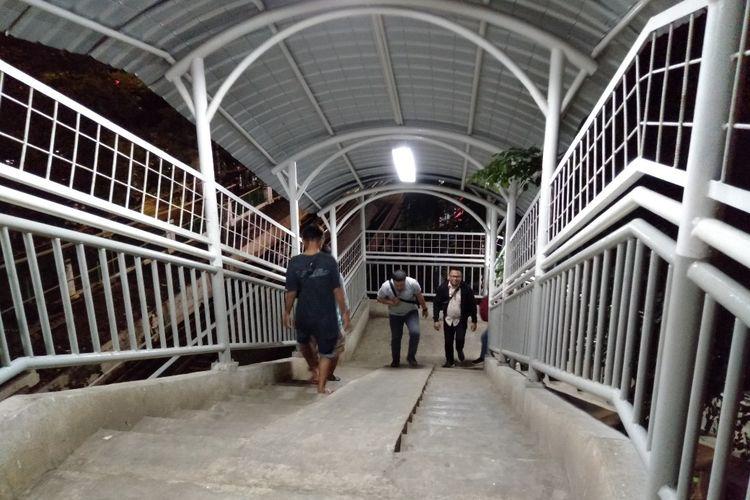 JPO Stasiun Tebet Sudah dipasangi Lampu, Jumat (5/4/2019)