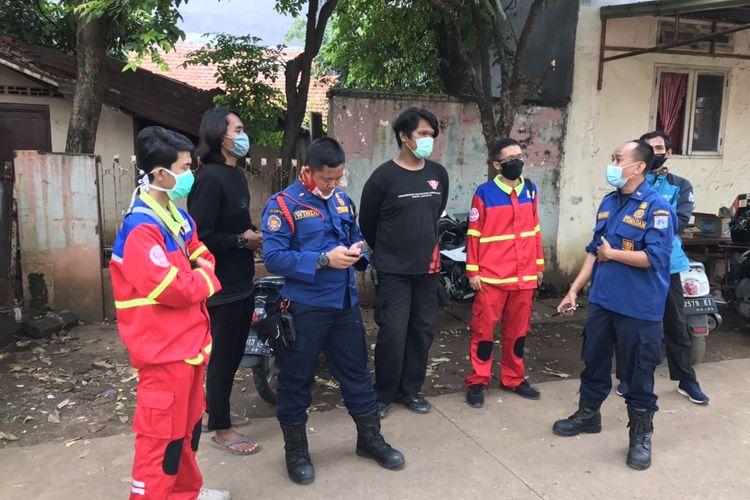 Tim SAR Gabungan pencarian bocah berumur 5 tahun yang hanyut di Kali Mampang, Pondok Karya, Pela Mampang, Mampang Prapatan, Jakarta Selatan berkoordinasi terkait penemuan Rizki pada Rabu (3/11/2020) siang.