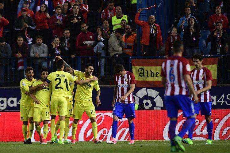 Para pemain Villarreal melakukan selebrasi setelah gelandang asal Italia, Roberto Soriano, mencetak gol ke gawang Atletico Madrid dalam pertandingan La Liga di Stadion Vicente Calderon, Madrid, Selasa (25/4/2017).