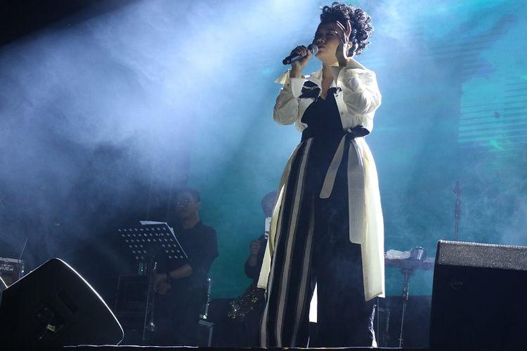 Penyanyi Yura Yunita di Balkonjazz Festival 2019 di Balkondes Tuksongo, Kecamatan Borobudur, Magelang, Jawa Tengah, Sabtu (14/9/2019).