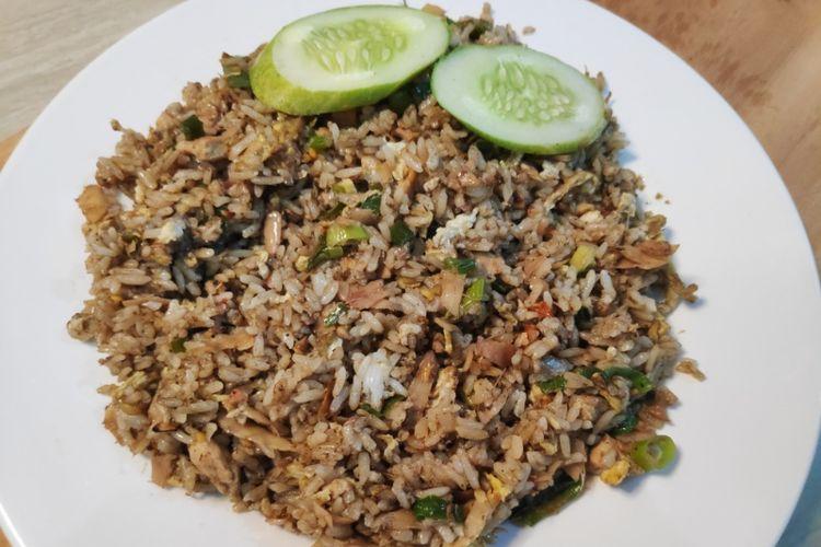 Nasi Goreng Cakalang Asap Kecombrang dari Kembang Bawang.
