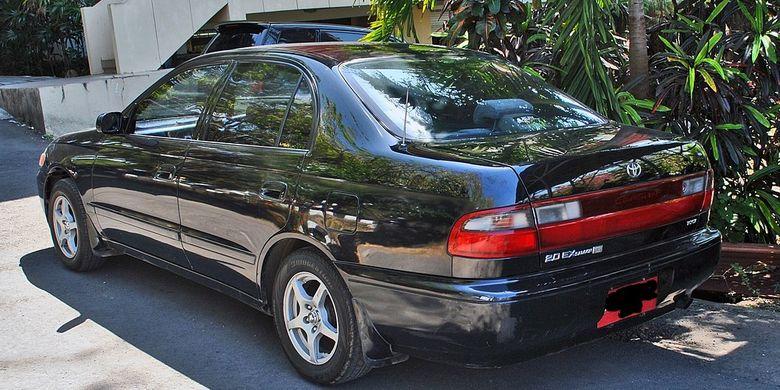 Toyota Corona diposisikan di antara Great Corolla dan Crown