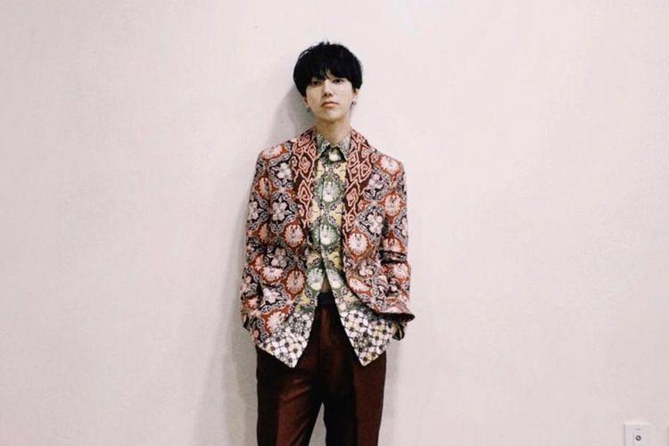 Batik rancangan Ridwan Kamil yang dikenakan oleh Yesung Super Junior.