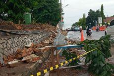 Hujan Disertai Angin Kencang di Pangkal Pinang, Pagar Rumah Sakit Ambruk