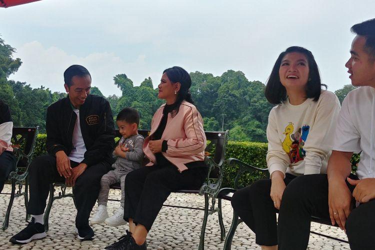 Presiden Joko Widodo dan keluarga, Sabtu (8/11/2018) pagi menggelar bincang-bincang dengan wartawan di Cafe Green Garden, Kebun Raya Bogor.
