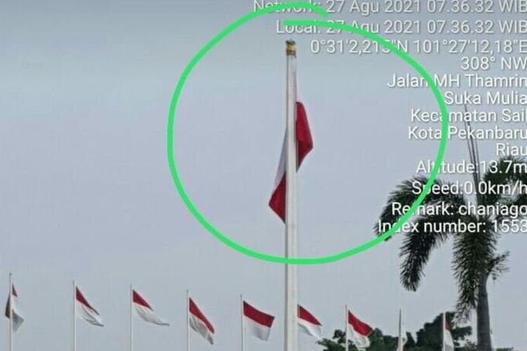 Bendera merah putih terpasang terbalik di Rumah Dinas Gubernur Riau di Jalan HM Thamrin, Kota Pekanbaru, Riau, yang beredar di media sosial WhatsApps, Jumat (27/8/2021).