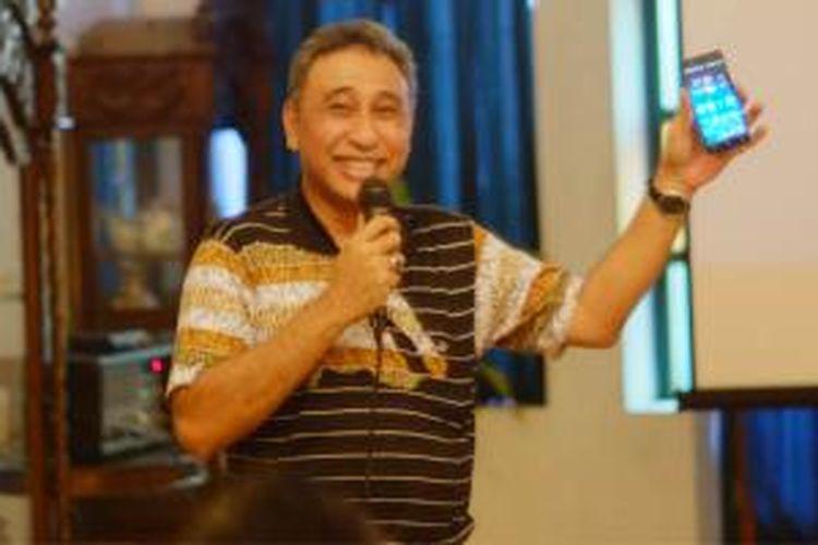 Head of Network Special Project Smartfren Munir Syahda Prabowo dalam presentasi Uji Jaringan Smartfren 4G LTE Advance di Yogyakarta, Rabu (26/8/2015).