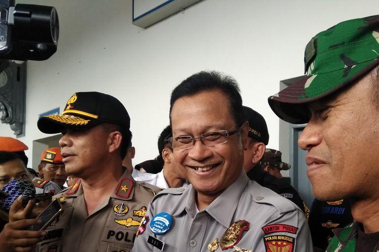 Dirut PT KAI bersama Wakapolda Jabar dan Kasdam Kodam Siliwangi saat monitoring di Stasiun Tasikmalaya, Rabu (26/12/2018)