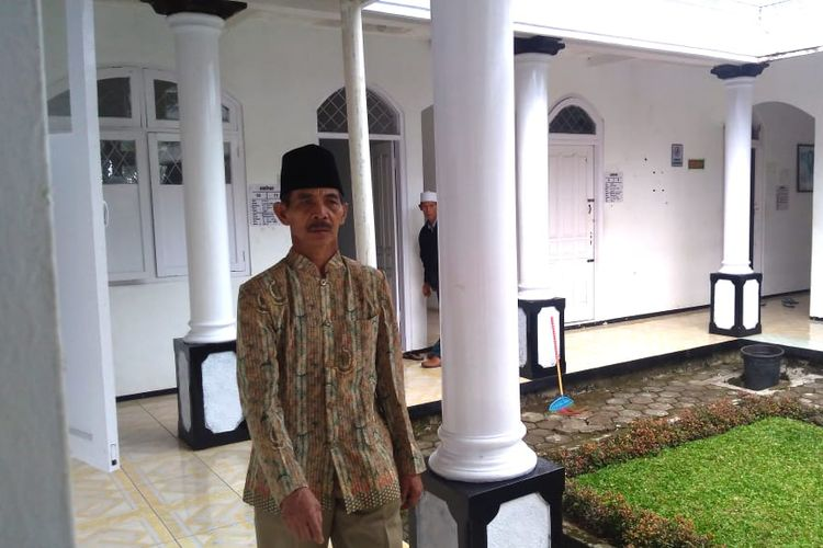 KH Supono Mustajab, pengasuh Sumanto sekaligus pemilik RSKJ H Mustajab, Desa Bungkanel, Kecamatan Karanganyar, Kabupaten Purbalingga, Jawa Tengah.