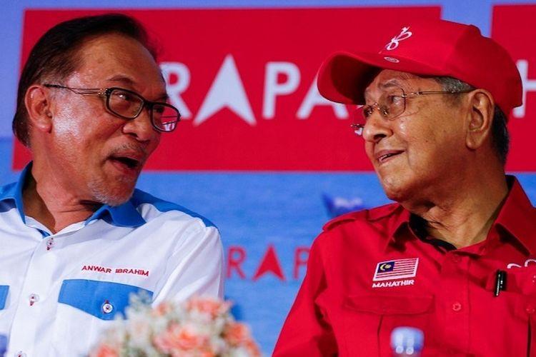Presiden Partai Keadilan Rakyat (PKR) Anwar Ibrahim dan Perdana Menteri Malaysia Mahathir Mohamad