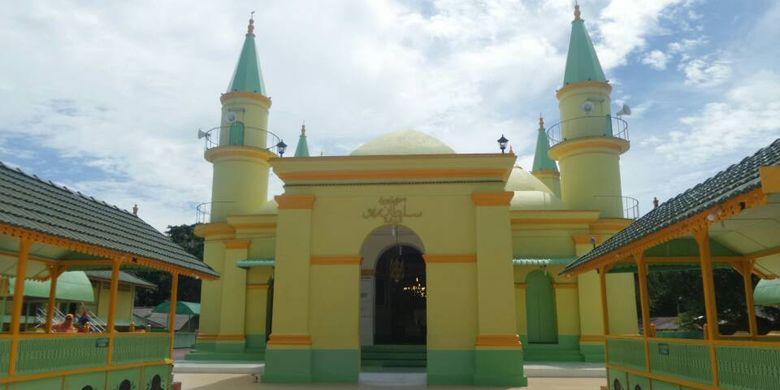 Masjid Sultan Riau di Pulau Penyengat, Tanjungpinang.