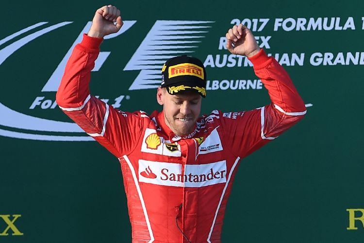 Pebalap Ferrari asal Jerman, Sebastian Vettel, merayakan kemenangannya pada balapan GP Australia di Sirkuit Melbourne Grand Prix, Alberta Park, Minggu (26/3/2017).