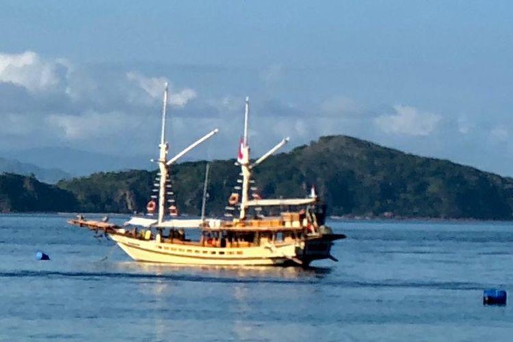 Ilustrasi Kapal Pinisi di perairan Labuan Bajo, Nusa Tenggara Timur (NTT).