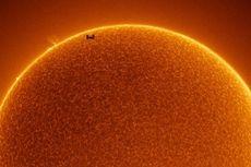 ISS Tertangkap Kamera Melintas di Depan Matahari