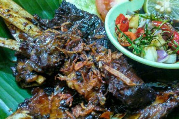 Menu kambing bakar kairo di Kedai Nasi Kebuli Mbah Soleh, Solo, Jawa Tengah, Kamis (6/4/2017).