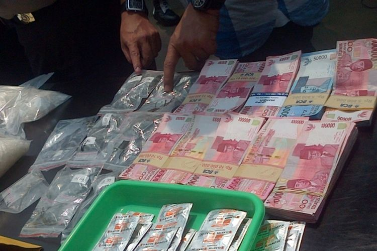 Ilustrasi Narkoba dan Uang