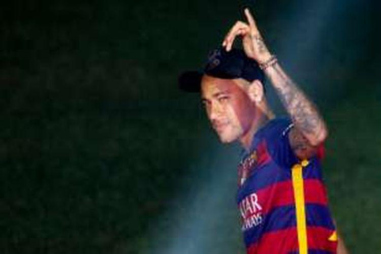 Neymar merayakan pesta juara Barcelona di Camp Nou, Senin (23/5/2016).