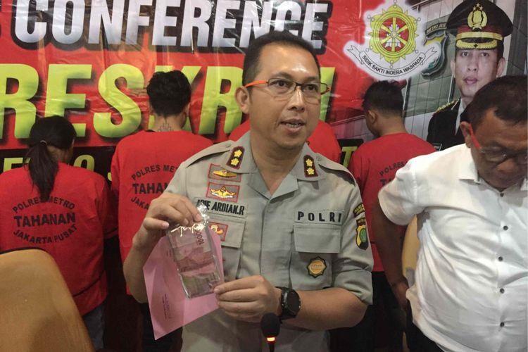 Polisi menangkap para pelaku penganiayaan seorang pemuda bernama Ali Achmat Fiarmansyah alias Iyan (20) yang terjadi di Lapangan Banteng, Jakarta Pusat, Sabtu (18/8/2018). Para pelaku merupakan petugas pengamanan dalam Lapangan Banteng dan event organizer acara Flona 2018, Selasa (21/8/2018).