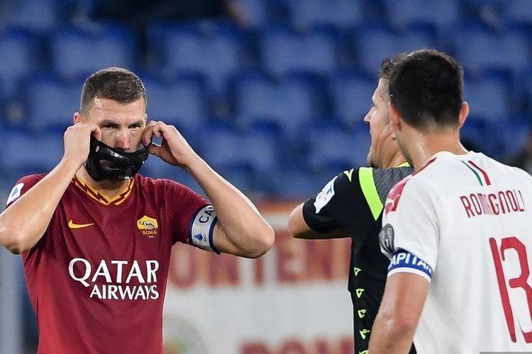 Edin Dzeko merayakan golnya pada pertandingan AS Roma vs AC Milan dalam lanjutan Liga Italia di Stadion Olimpico, 27 Oktober 2019.