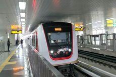 Tak Lagi Gratis, Jumlah Penumpang LRT Jakarta Merosot Hampir Separuhnya