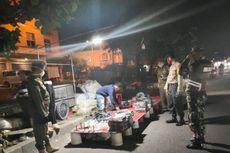 Satpol PP Jakbar Tertibkan Pedagang Pasar Malam yang Nekat Berjualan di Cengkareng