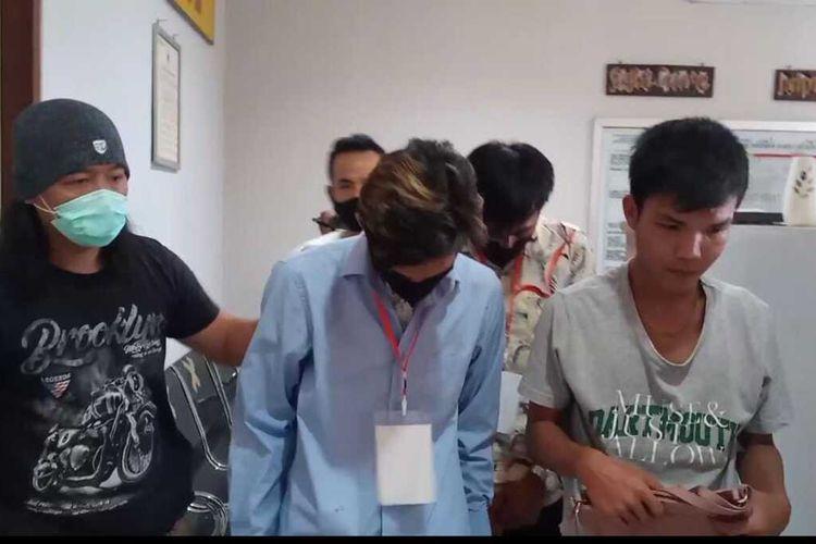 Tiga pelaku begal yang ditangkap Unit Jatanras Polda Sumsel. Mirisnya pelaku membegal pacarnya sendiri.