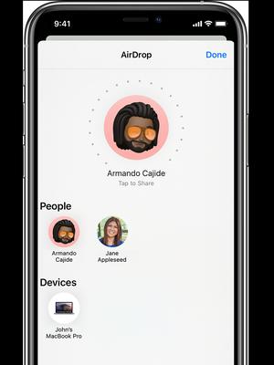 Ilustrasi fitur AirDrop pada iPhone.