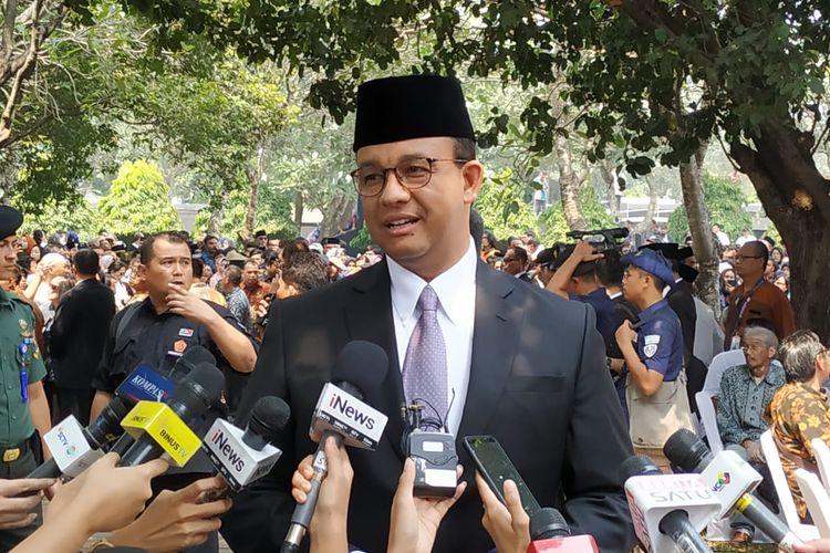 Anies Baswedan saat hadiri prosesi pemakaman Baharuddin Jusuf Habibie d Taman Makam Pahlawan (TMP) Kalibata, Jakarta Selatan, Kamis (12/9/2019)