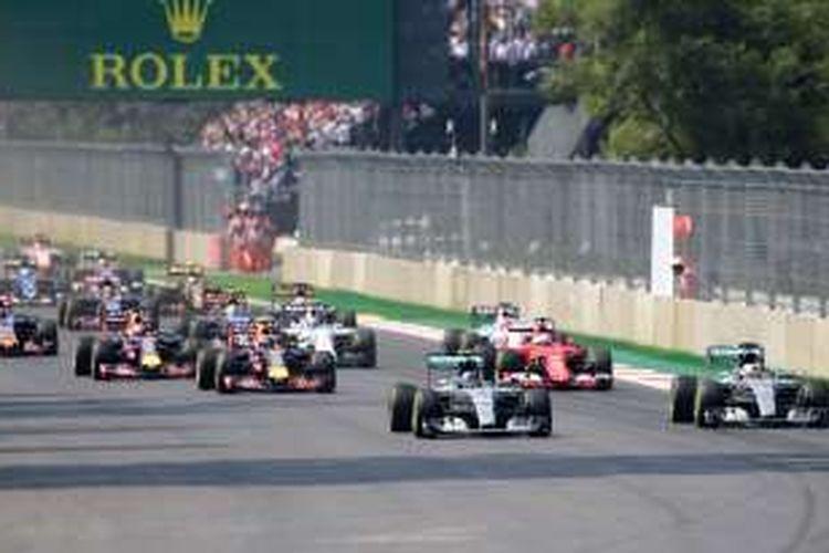 Para pebalap Formula 1 bersaing pada balapan GP Meksiko di Autodromo Hermanos Rodriguez, Minggu (1/11/2015).