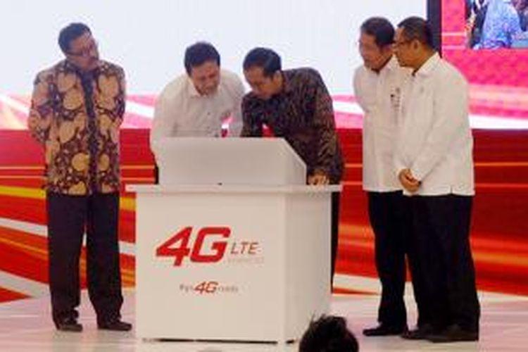 Dari kiri ke kanan: Plt. Gubernur Banten Rano Karno, Kepala BEKRAF Triawan Munaf, Presiden RI Joko Widodo, Menkominfo Rudiantara dan Menperin Saleh Husin dalam Indonesia Convention Exhibition (ICE), Bumi Serpong Damai, Selasa (4/8/2015).