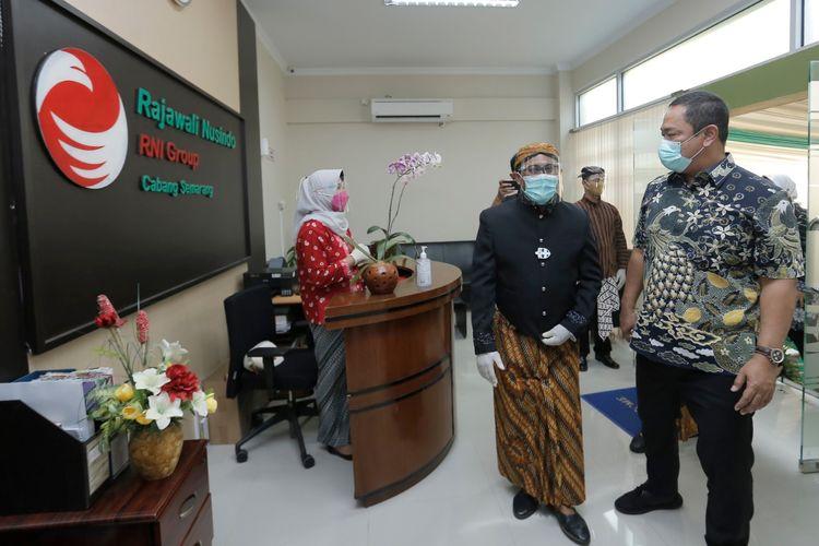 Wali Kota Semarang Hendrar Prihadi menghadiri peresmian kantor cabang PT Rajawali Nusindo yang merupakan anak perusahan PT Rajawali Nusantara Indonesia di Kawasan Industri Candi, Kota Semarang, Jumat (12/3/2021).