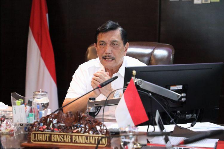 Menko Kemaritiman dan Investasi Luhut Binsar Pandjaitan memimpin rapat terkait tol laut secara daring di Kantornya, Jakarta, Rabu (30/9/2020).