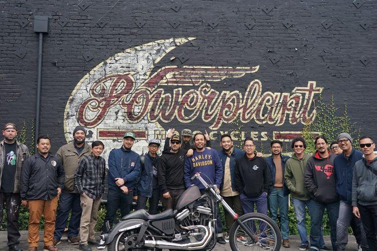 Tim Suryanation Motorland saat berkunjung ke Powerplant Motorcycles.