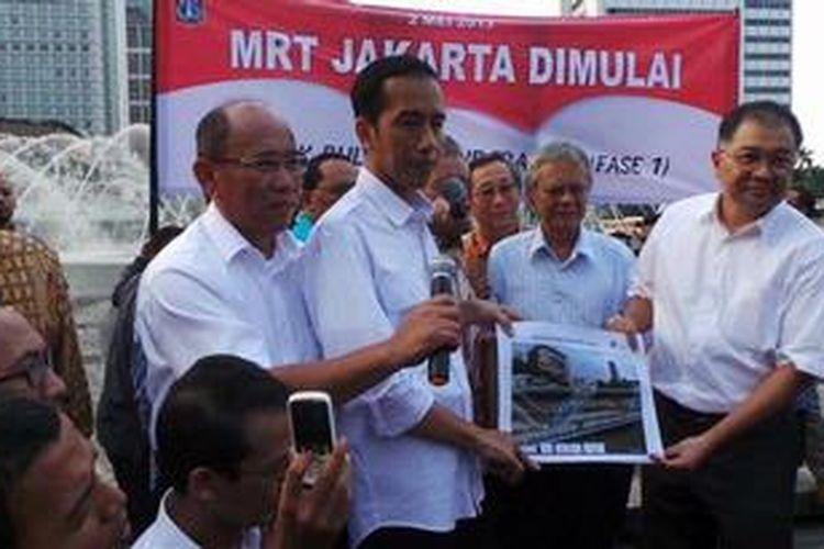Gubernur DKI Jakarta Joko Widodo saat meluncurkan pembangunan MRT di Bundaran Hotel Indonesia, Jakarta, Kamis (2/5/2013).