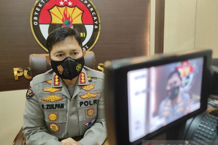 Kepala Bidang Humas Polda Sulawesi Selatan, Kombes Pol E Zulpan menjawab pertanyaan wartawan di ruang kerjanya, Makasssar, Sulawesi Selatan, Jumat (16/4/2021).