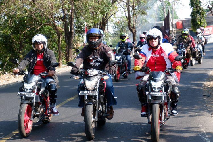 Aden dan Melky Touring Motor