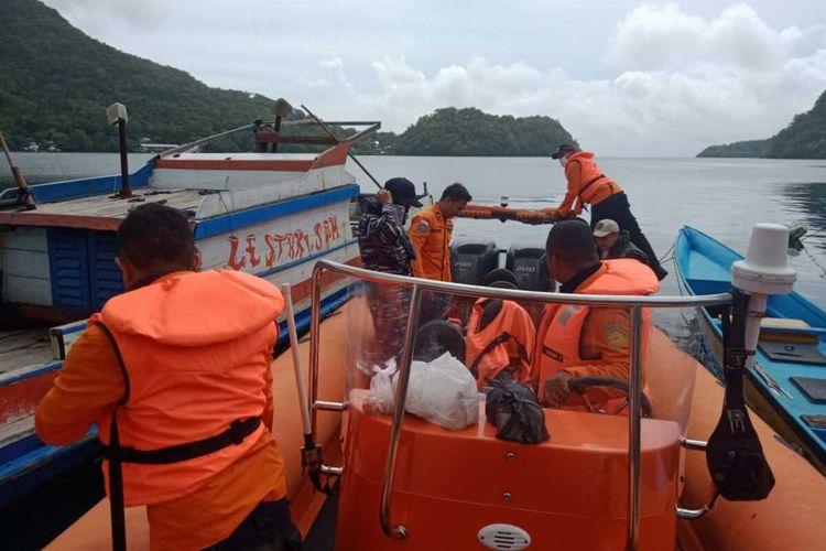 Tim SAR gabungan bersiap mencari kapal motor (KM) Ruslan yang mengalami kebocoran dan hilang di peraiaran Pulau Run, Maluku Tengah, Minggu (12/7/2020)