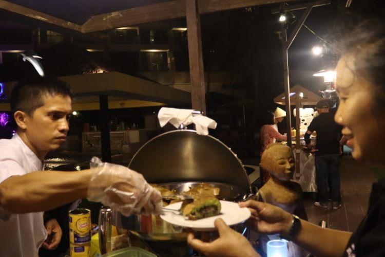 Martabak manis menjadi kuliner paling digemari oleh wisatawan mancanegara yang datang ke acara The Best of Street Food Fiesta 2019
