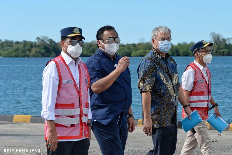 Menteri Perhubungan Budi Karya Sumadi saat meninjau Pelabuhan Anggrek di Kabupaten Gorontalo Utara, Provinsi Gorontalo pada Rabu (22/6/2021).