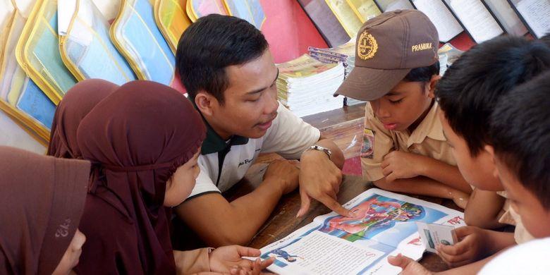 Sukardi saat mengikuti salah satu kegiatan sosial dari program Teladan yang bertujuan untuk mengasah kepekaan dan soft skill