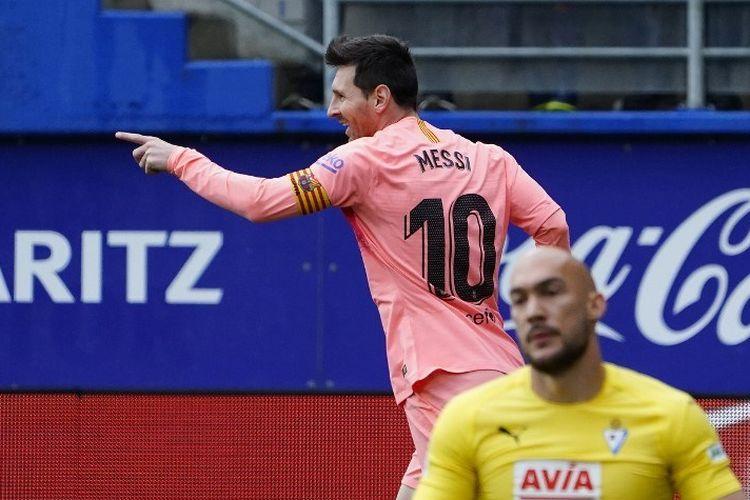 Lionel Messi merayakan golnya pada laga Eibar vs Barcelona di Stadion Ipurua dalam pertandingan Liga Spanyol, 19 Mei 2019.