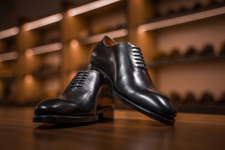 Wholecut Oxford dari Fortuna Shoes.