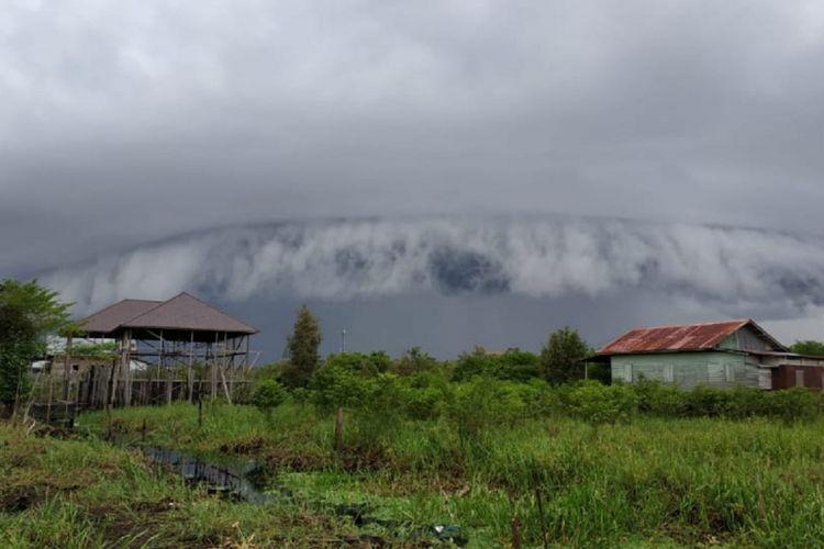 Saat Awan Cumulonimbus (Cb) muncul di langit Kota Palangkaraya