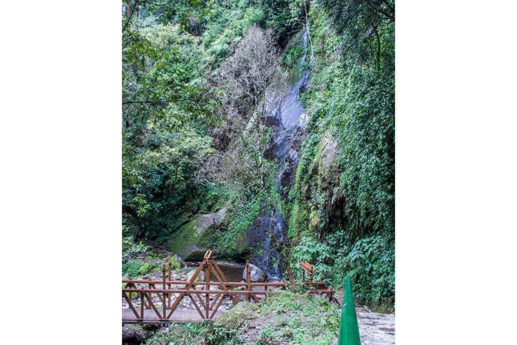 Air Terjun Umbul Songo yang alirannya Kecil.