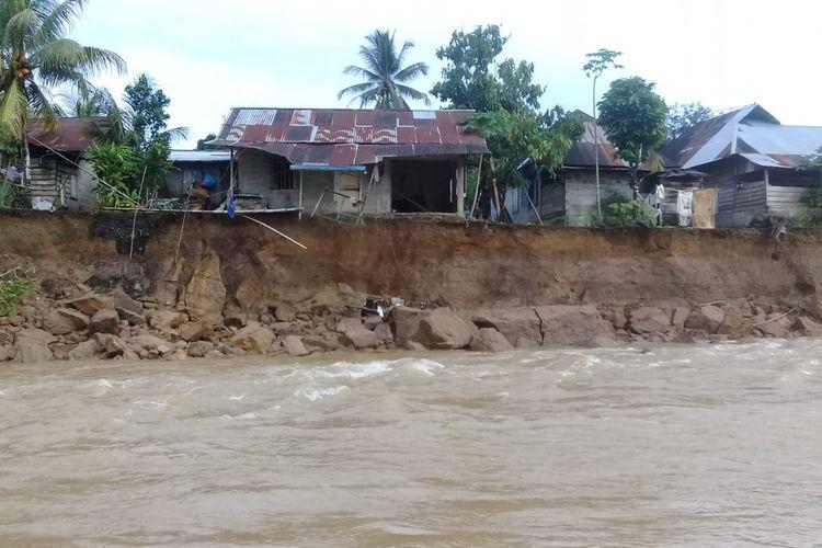 Sejumlah rumah terancam ambruk akibat tebing sungai terban di Pasaman Barat