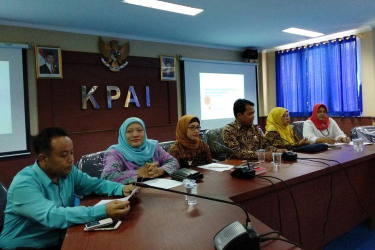 Anggota KPAI saat konferensi pers di kantor KPAI, Jakarta Pusat, Senin (19/3/2018)