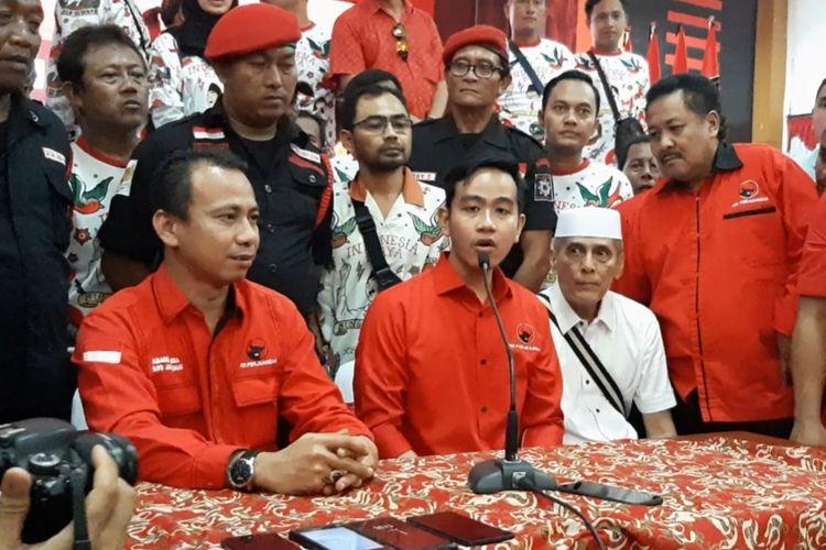 Gibran Rakabuming Raka saat konferensi pers usai terdaftar sebagai balon Wali Kota Solo di Panti Marhaen, Kamis (12/12/2019)